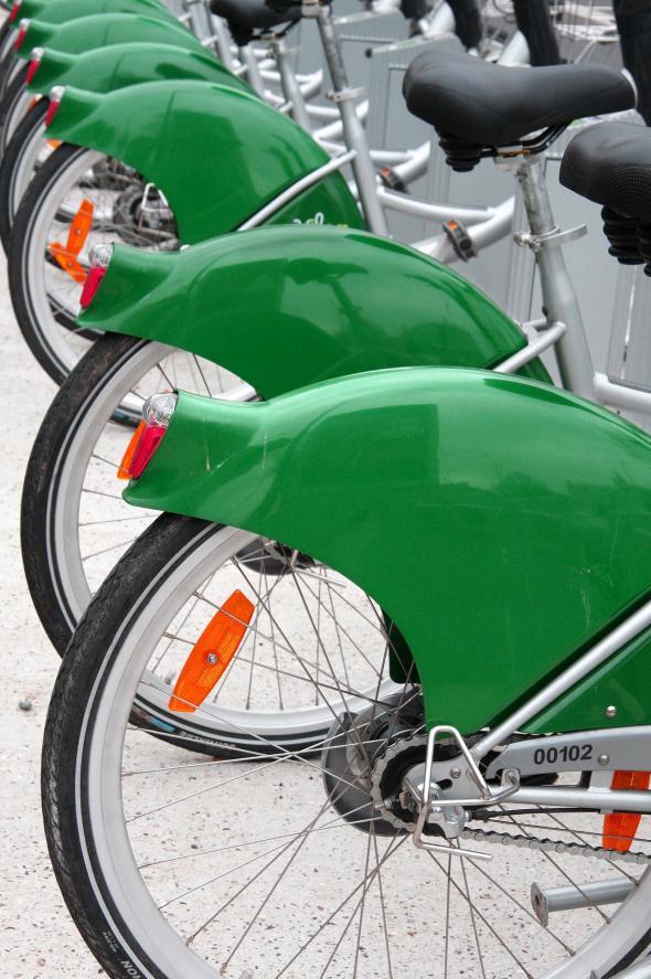 Zoom sur les vélos verts de l'agence VELAM