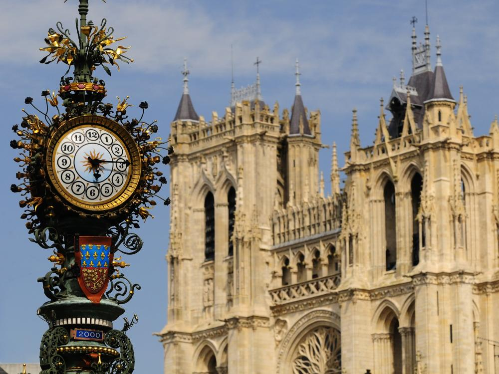La Cathédrale et l'horloge Dewailly