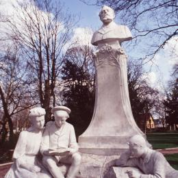 Monument Jules Verne