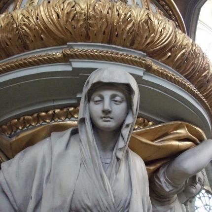Détail d'une statue dans la cathédrale Notre-Dame d'Amiens