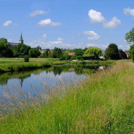 Chemin de halage, vue sur le canal